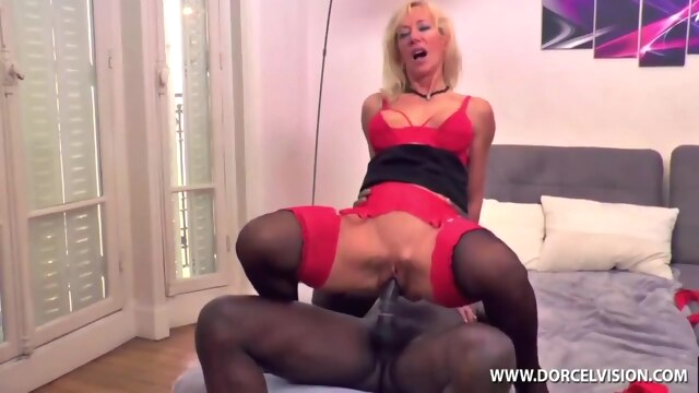 Mom Escorte big cock big tits blonde