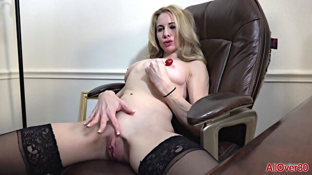 Horny Blonde MILF shares her orgasm.. blonde hd milf