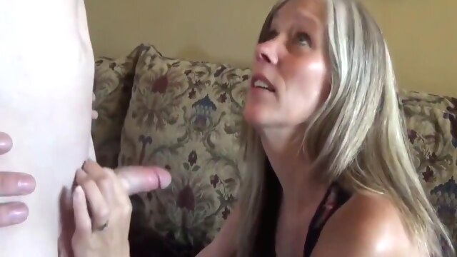 Sexy milf with saggy tits in homemade.. amateur big tits milf